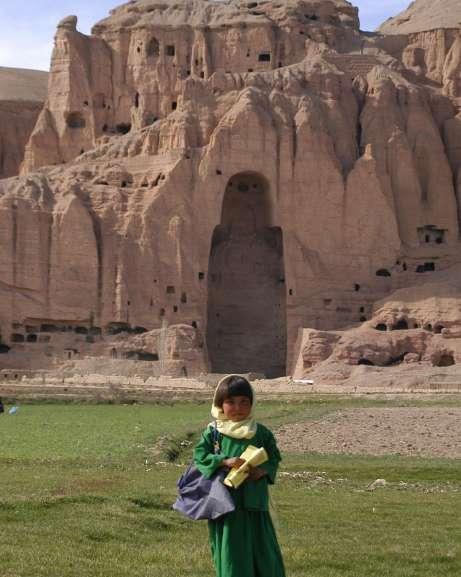 el hueco de uno de los Budas gigantes de Bamiyan.