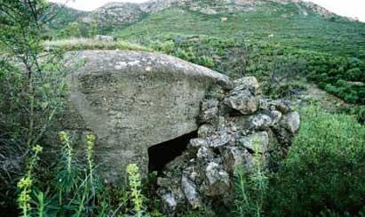 Un búnker entre colinas cerca de Garriguella, en el Empordà (Cataluña)