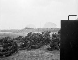 Soldados británicos en la Playa de Sword.