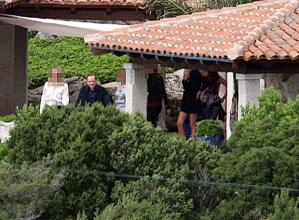 Silvio Berlusconi acompañado de varias mujeres en su mansión de Cerdeña- ECOPRENSA-COLOMBIA
