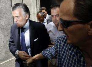Luis Bárcenas, tesorero del PP, a la salida del Tribunal Supremo, donde declaró como imputado provisional la pasada semana.- ÁLVARO GARCÍA