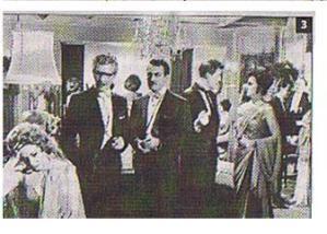 """Augusto Benedicto (antes Pérez) con gafas y frac, en una escena de """"El ángel exterminador"""". Arxiu Munipal de Pego"""