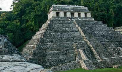 De los mayas queda una arquitectura llena de simbolismos; muchos edificios, por ejemplo, se orientaban según el Sol o conjunciones planetarias. En la foto, el templo de las inscripciones en Palenque (México)