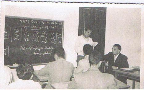 Prueba documental de uno de esos maestros que tuvieron que emigrar (mi padre). Escuela de Ras-el-Uta (Protectorado español en Marruecos. 27 mayo 1.959 como se puede leer en la pizarra.