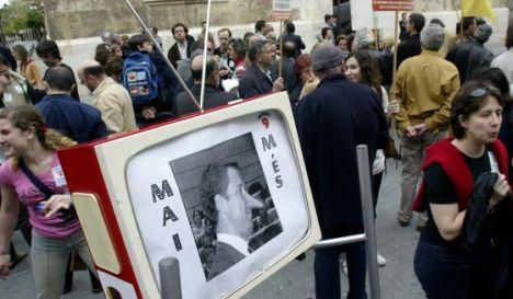 Concentración de trabajadores de Canal 9 delante de la Generalitat, en 2004. / José Jordán