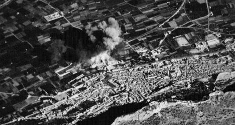 Imagen del bombardeo de Xàtiva, tomada por los mismos aviones fascistas