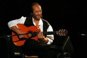 Paco de Lucía, durante una actuación en las cuevas de Nerja./MH