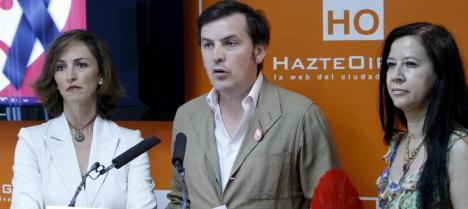 El presidente de HazteOir, Ignacio Arsuaga (c). (EFE) Leer más:  Una jueza destapa los vínculos entre la secta secreta El Yunque y ultras de Hazte Oír - Noticias de España  http://bit.ly/1kX95EL