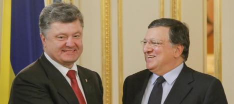 El presidente de Ukrania Petro Poroshenco y el presidente de la comisión europea José Manuel Durao Barroso. (EFE)