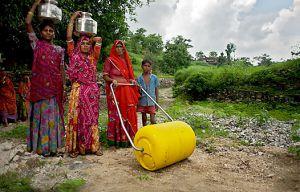 La rueda de agua permite transportar más litros y en mejores condiciones para la salud. / Wello