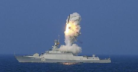Lanzamiento de un misil 3M14T-Kalibr desde una fragata rusa. (Foto: plymouth.ac.uk)
